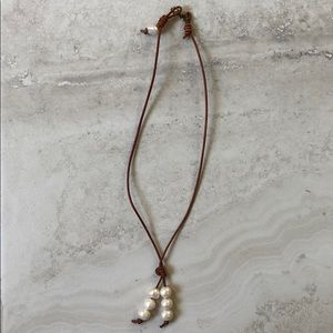 Jewelry - Leather cord pearl necklace